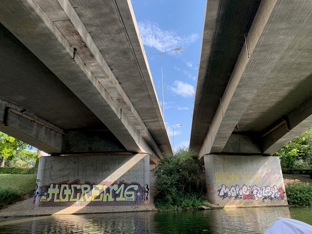 Graffiti an Brücke