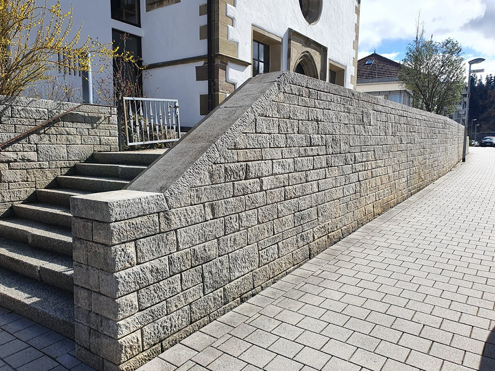 Gereinigte Mauer und Treppe