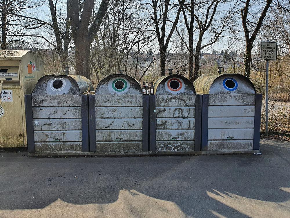 Flaschen Recycling Container reinigen um Stuttgart