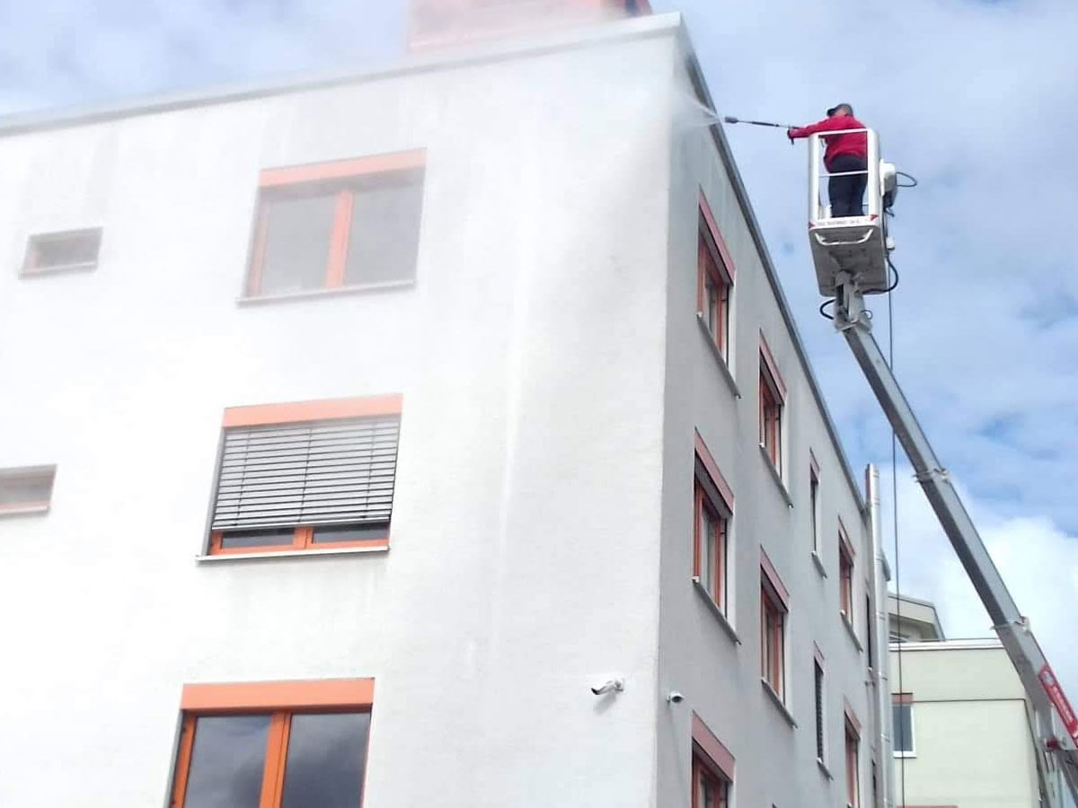 Industrie: Reinigung von Böden und Fassaden, Stuttgart
