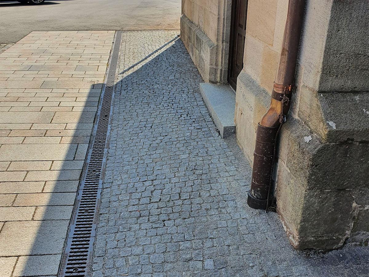 Kopfsteinpflaster Reinigung & Unkrautbeseitigung